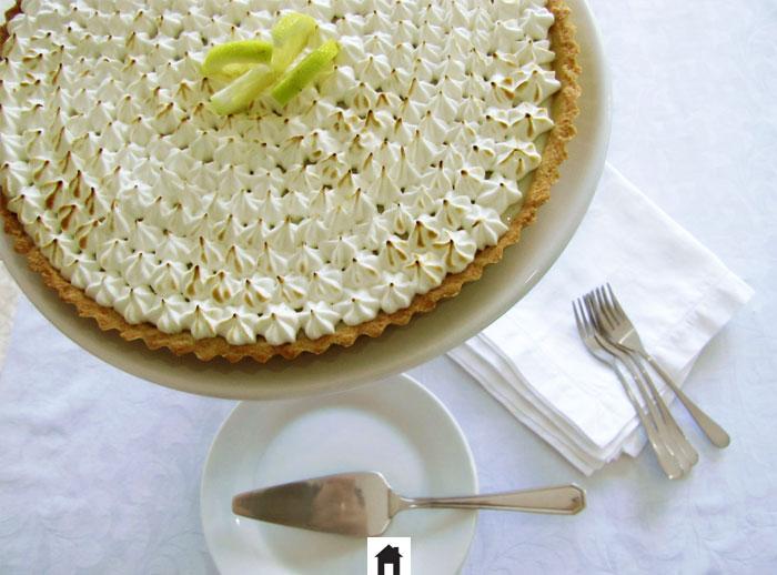 Torta de limão siciliano coberta com marshmallow