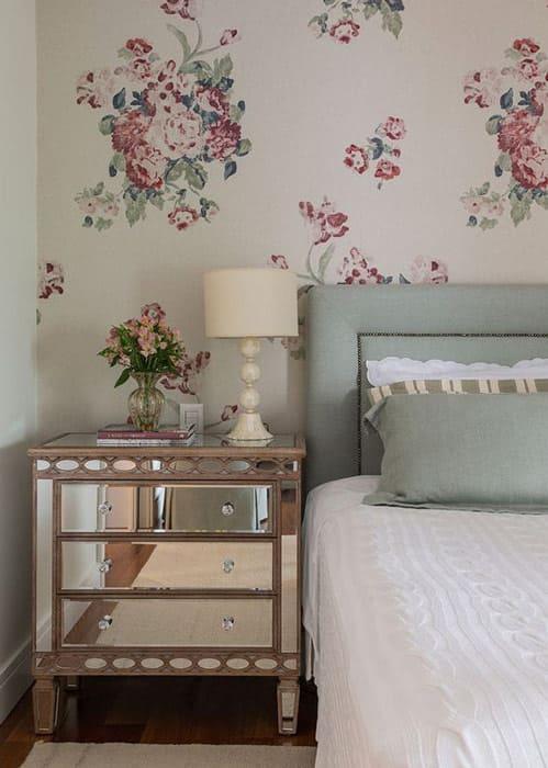 Dekoration mit Vintage Blumentapete